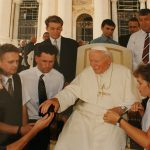 """""""Spotkania tuchowian z Janem Pawłem II"""" – moje zdjęcie z Ojcem świętym"""