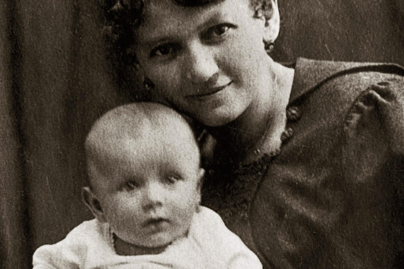 100. rocznica urodzin św. Jana Pawła II, dlatego w podróż zapraszamy jego  śladami