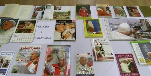 Wystawa dla św. Jana Pawła II w Domu Kultury w Siedliskach