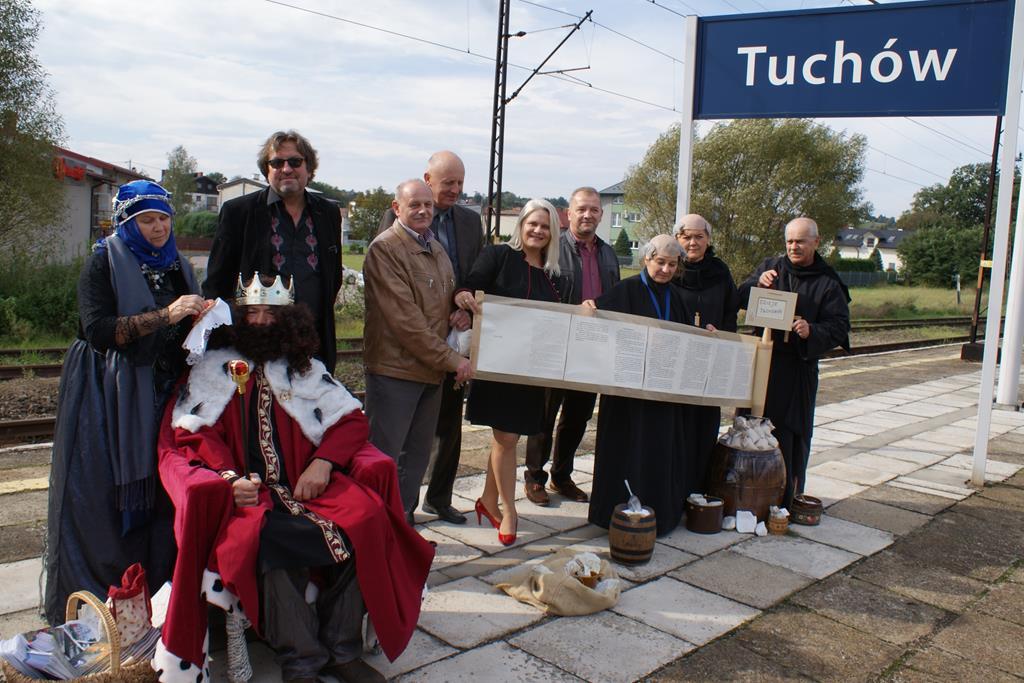 Pociąg retro na stacji w Tuchowie